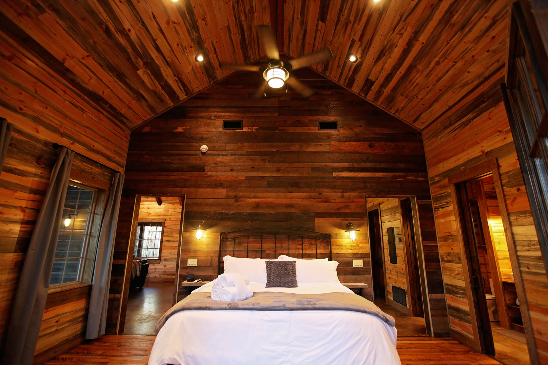 Superbe Browse Our Gallery To See Details Of The Best Kept Secret In Broken Bow,  Oklahoma. Our Cabins Are Filled With Luxurious Amenities That Will Have You  Wishing ...